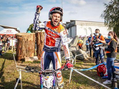 Toni Bou, tras proclamarse campeón del mundo de trial al conseguir la victoria en la prueba celebrada en la localidad italiana de Lazzate.