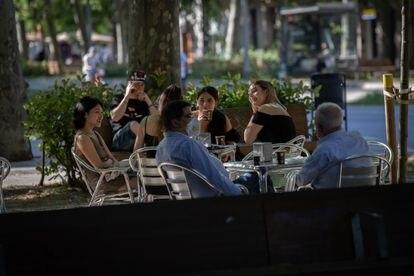 Aspecto que ofrece la terraza de un bar, el 26 de mayo en Barcelona.
