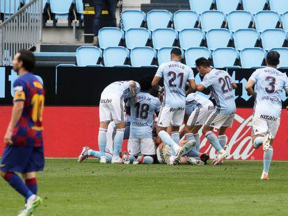 Los jugadores del Celta celebran el gol del empate de Iago Aspas ante el Barça este sábado en Balaídos.