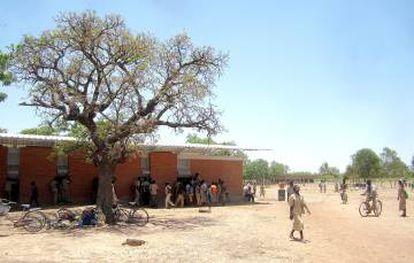 Biblioteca Katiou en Komsilga (Burkina Faso) del arquitecto Albert Faus.