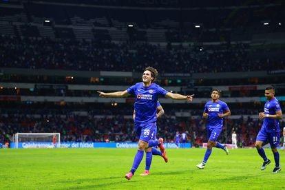 Los futbolistas de Cruz Azul celebran un gol en las semifinales de la Liga MX.