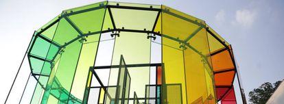 Muestras de vidrio coloreado en una exposición por el 350º aniversario de Saint-Gobain en São Paulo (Brasil)