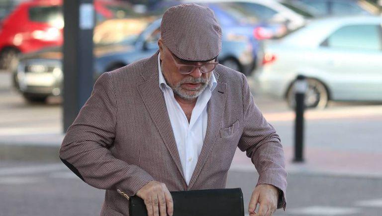 El comisario José Manuel Villarejo se dirige a los Juzgados de Plaza de Castilla, en Madrid, en junio de 2017, meses antes de su detención.
