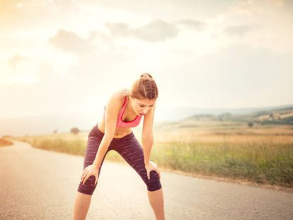 Cuatro ejercicios para hacer si te duelen las rodillas (y tres estiramientos para aliviar el dolor)