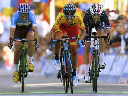 Valverde esprinta junto a Bardet y Woods. En vídeo, la victoria del español y sus declaraciones posteriores.