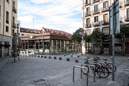 El estado de alarma ha dejado vacío el mercado de San Miguel (Madrid), siempre abarrotado.