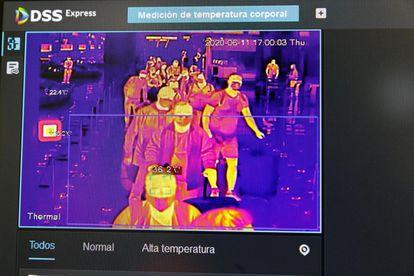 Fotograma de una cámara térmica del aeropuerto de Barajas.