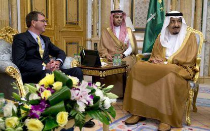 Carter y el rey Salman, en su reunión este miércoles