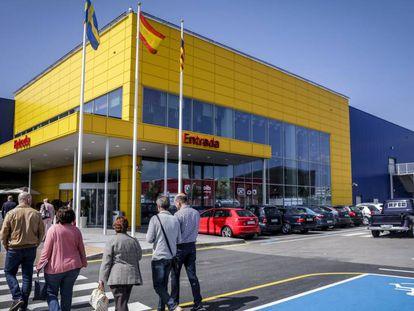Aparcamiento del centro comercial de Ikea en Palma de Mallorca.