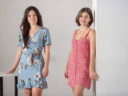 La actriz Lluna Issa Casterà y la dramaturga Carla Nyman antes del ensayo de la obra 'Yo solo vine a ver el jardín', este viernes, en un local de Madrid.