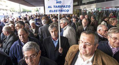 Protesta de los regantes ante la Delegación del Gobierno en Valencia.