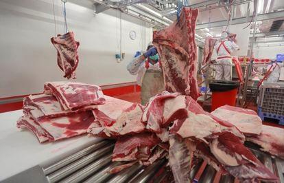 Un puesto de distribución de carne en Mercamadrid, en una imagen de archivo.