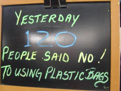 Ayer 120 personas dijeron no al uso de bolsas de plástico