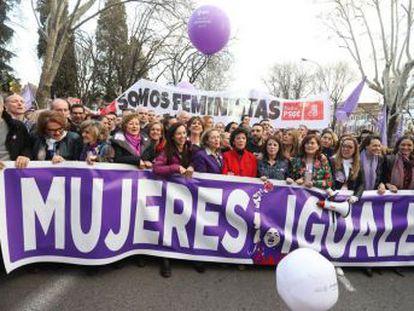 Esta es la primera vez que la mayoría de las ministras del Gobierno, 12 de 17, acude a las marchas del Día Internacional de la Mujer
