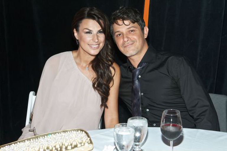 Alejandro Sanz junto a Raquel Perera.