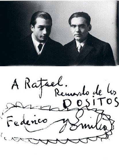 El poeta Federico García Lorca, junto al escultor Emilio Aladrén