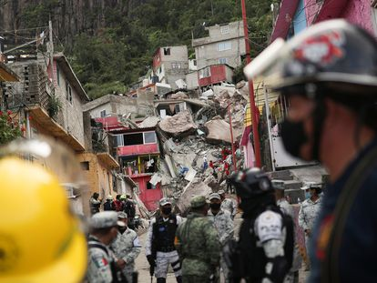 Rescue teams work after a landslide at Cerro del Chiquihuite buried houses in the area, in the municipality of Tlalnepantla de Baz, on the outskirts of Mexico City, Mexico, September 10, 2021. REUTERS/Edgard Garrido