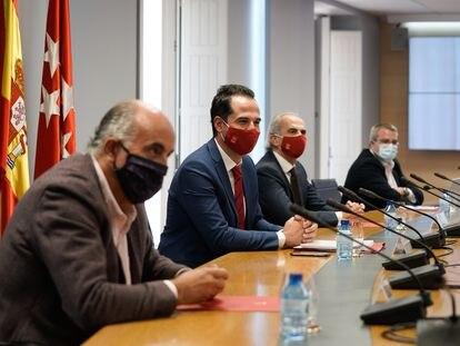 El grupo covid de Madrid, el martes por la tarde, en la sede de la vicepresidencia regional.