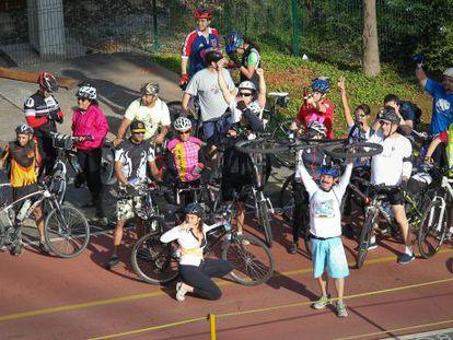 Ciclistas se manifiestan a favor de una ciclovia en São Paulo.
