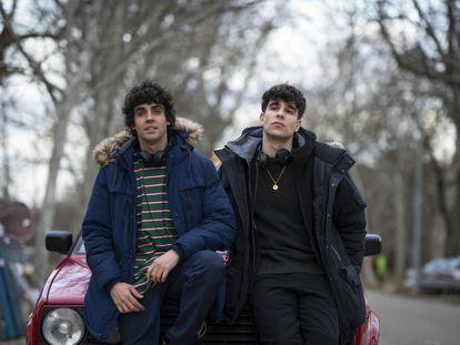 Javier Ambrossi y Javier Calvo, en el rodaje de 'Veneno' en febrero de 2020