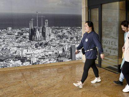 Turistas en un hotel de Barcelona, este sábado.
