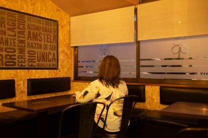 Blanca, fotografiada en una cafetería antes de que comenzara el confinamiento.
