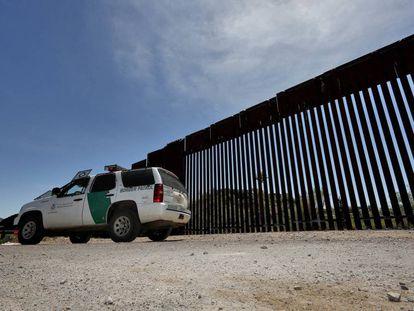 Un vehículo de la policía de fronteras de EE UU en Nogales, Arizona.