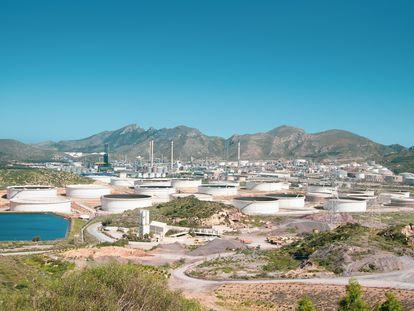 Vista de la refinería de Repsol en Cartagena (Murcia), donde Repsol ha empezado a producir hidrógeno renovable a partir de biometano.