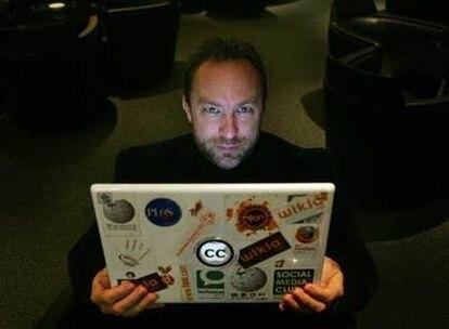 El fundador de Wikipedia, Jimmy Wales, durante la entrevista.