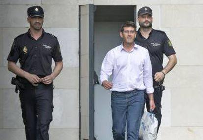 Jorge Rodríguez, saliendo de la Ciudad de la Justicia.