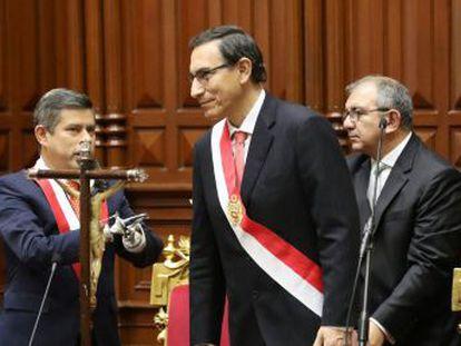 Su trayectoria política, que discurrió siempre lejos de Lima, y su poca conexión con los círculos empresariales y los partidos políticos son los principales puntos fuertes del nuevo jefe de Estado peruano