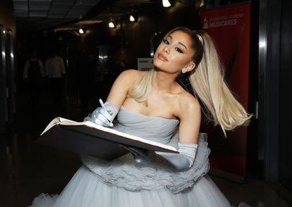 Ariana Grande en los premios Grammy el 26 de enero de 2020 en Los Angeles, California.