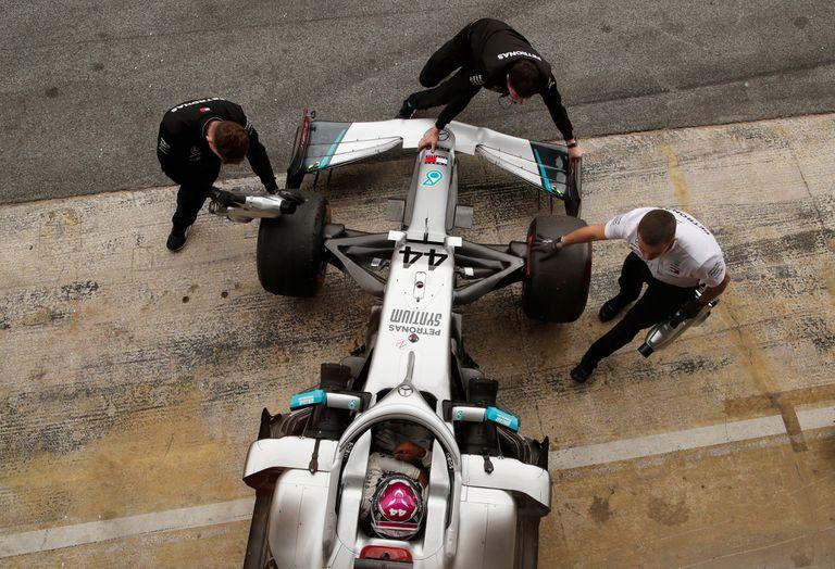 El coche Mercedes de Lewis Hamilton, en un test en Barcelona.