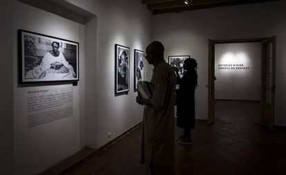 Fotografías de la exposición del museo principal, Kër Messaoud, 'Ensoñaciones de ayer, fantasías del presente', que cuenta con antiguas imágenes de mujeres de Saint Louis, que datan de las primeras décadas del siglo XX.