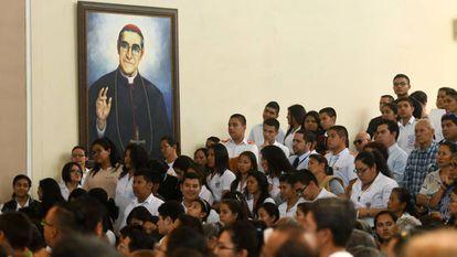 Misa en San Salvador en 2017 en recuerdo del arzobispo Romero, asesinado en 1980.