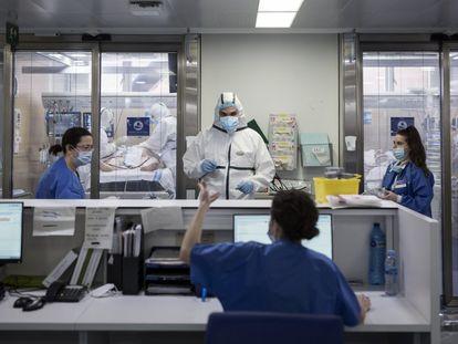 Interior de la Unidad de Cuidados Intensivos (UCI) del Hospital Vall d´Hebrón de Barcelona.