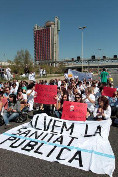 Protesta contra los recortes sanitarios en Bellvitge en 2011.