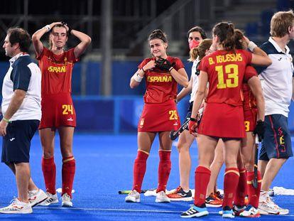 Las jugadoras y técnicos de la selección, tras perder por 'shoot out' en los cuartos de final ante Gran Bretaña.