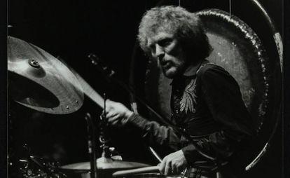 El baterista Ginger Baker durante un concierto en Hatfield, Reino Unido, en 1980.
