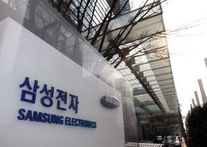 Vista de un logo de la compañía Samsung Electronics en el exterior de su sede central en Seúl (Corea del Sur). EFE/Archivo