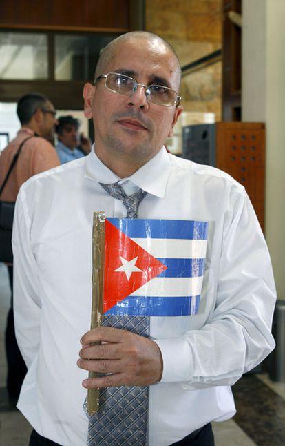 José Ubaldo Izquierdo, uno de los cinco presos políticos cubanos que han llegado hoy a Madrid, ha denunciado que Cuba ha limitado el número de familiares que podían seguirle.