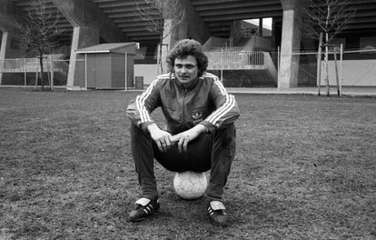 Lutz Eigendorf, en 1980 cuando jugaba con el FC Kaiserslautern.