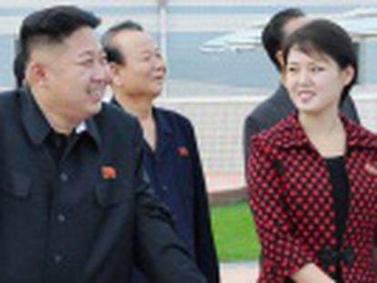 Ri Sol-ju ha aparecido en varias ocasiones con complementos muy similares a los que venden las mejores marcas occidentales