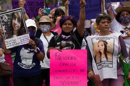 Érika Martínez, marcha para exigir justicia para su hija, víctima de abuso sexual, el 8 de marzo.