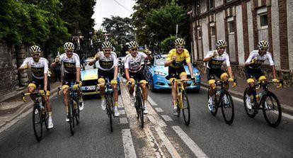 El Sky celebra la victoria deThomas en el Tour 2018.