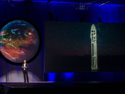 (FILES) This file photo taken on September 27, 2016 shows Tesla Motors CEO Elon Musk speaking about the x93Interplanetary Transport Systemx94 which aims to reach Mars with the first human crew in history, in the conference he gave during the 67th International Astronautical Congress in Guadalajara, Mexico.  The year 2016 has seen a rekindling of the human desire to conquer Mars, with public and private interests openly vying to take the first step on the Red Planet, possibly with a stopover on the Moon. Space-faring nations are mostly united in viewing Mars as the next frontier with many still pooling their money and expertise to make the dream a reality, despite souring relations between them. / AFP PHOTO / Hector GUERRERO