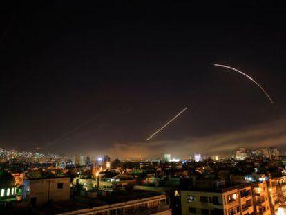 La estrategia de Washington busca debilitar el apoyo de Rusia y arrinconar aún más al régimen de Bachar El Asad por el uso de armas químicas