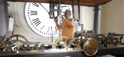 Jesús López, one of the watchmakers in charge of maintaining the Puerta del Sol clock. This view from the inner side of the dial shows that IV is represented as IIII.