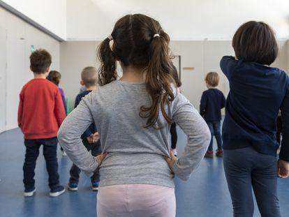 Alumnos de infantil en un colegio de Valencia el 12 de marzo, el día que se anunció el cierre escolar para toda España.