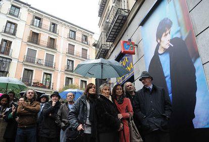 Acto de homenaje a Antonio Vega al inaugurar una plaza con su nombre en Malasaña.